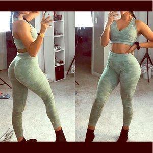 Camo seamless leggings- sage green